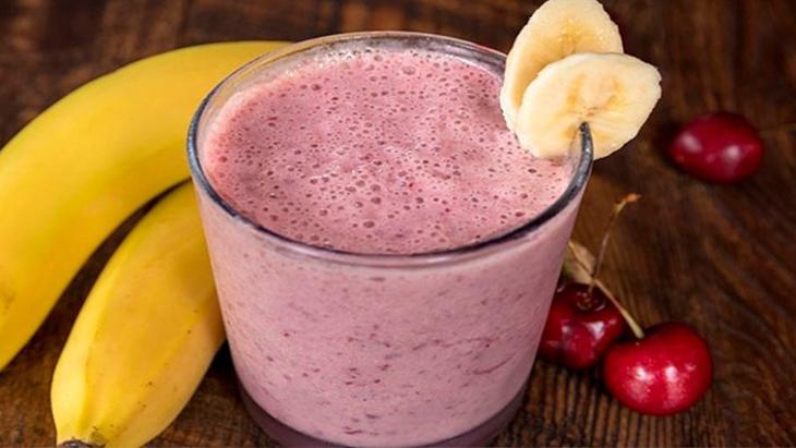 Бананово-вишневый смузи
